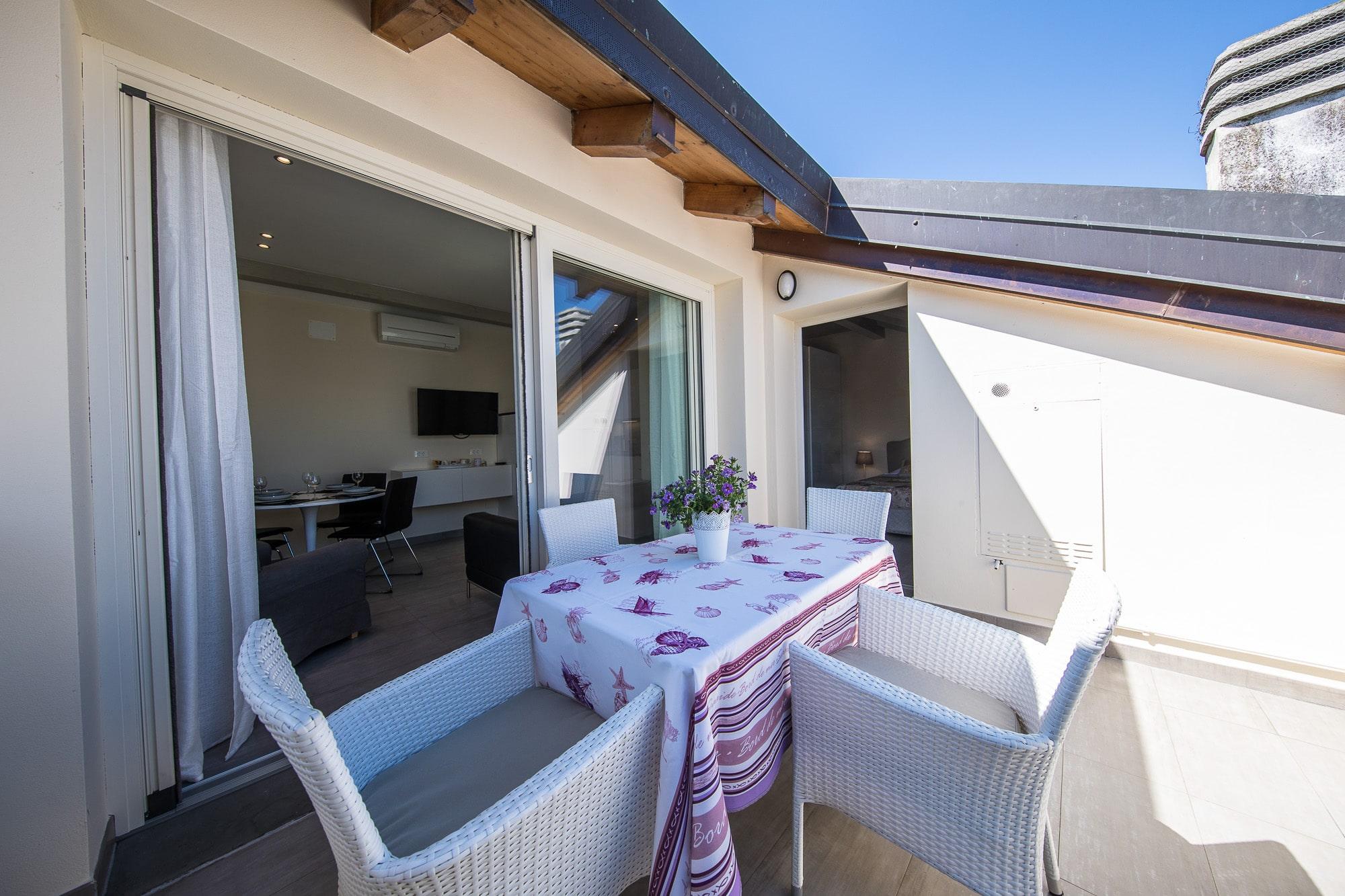 Wohnung 10 apartments sirmione for Velux prezzi 2016